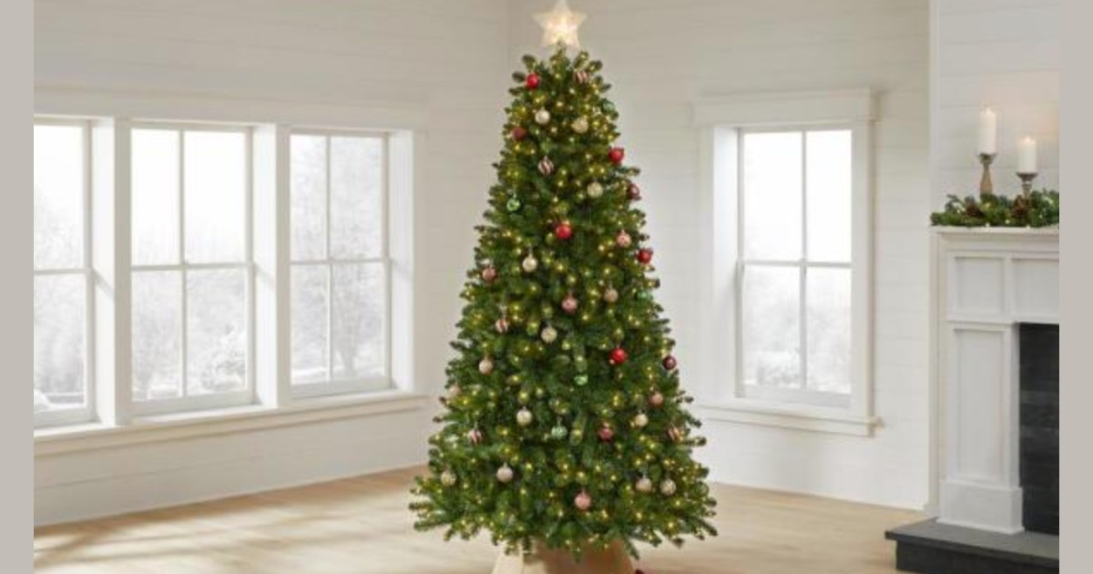 Christmas Tree 7.5 ft ONLY $79...